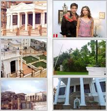 ShahRukh Khan - House Outside