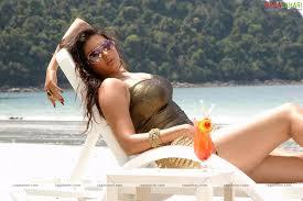Thirai Virunthu: hot namitha
